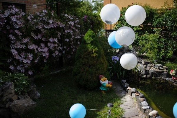 Decorating the Yard for a Birthday Party